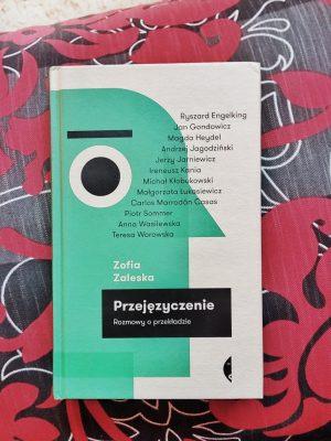 przejęzyczenie książka tłumaczenie